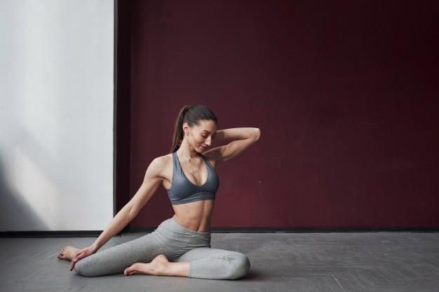 postura em hot yoga