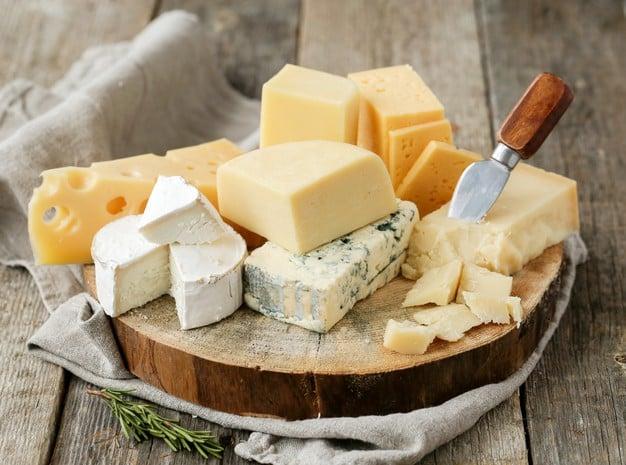 queijos de diversos tipos