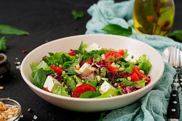 Receita de salada para almoço light com arroz