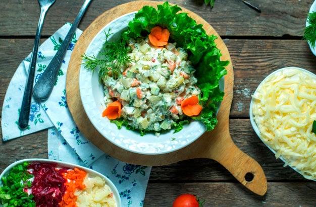 salada de legumes cozidos (vagem, batatas e cenoura)