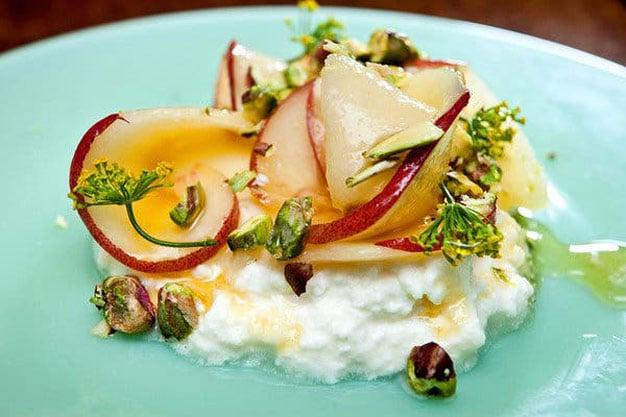 salada de ricota com pessego