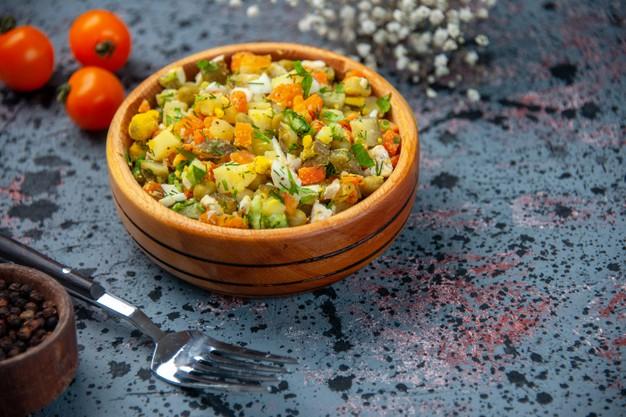 Receita com salada para almoço light com legumes