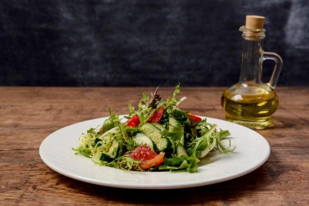 salada e vinagre de maçã