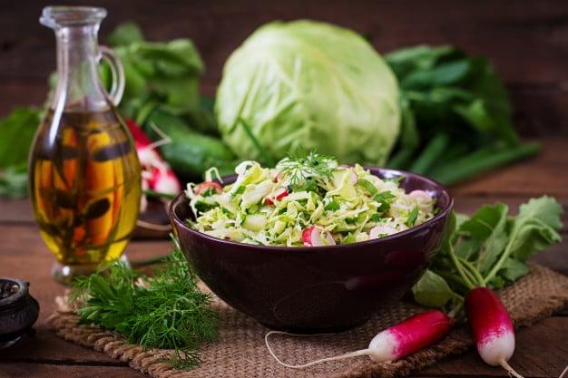 Receita de salada de repolho light com abacaxi
