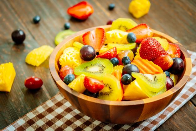 pote com frutas