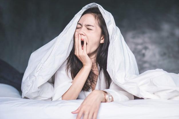 mulher com sono