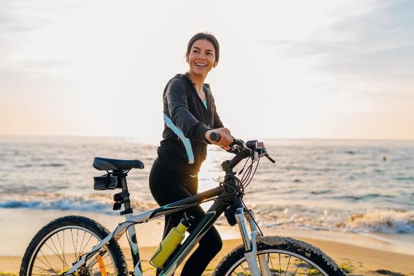 Feliz na bicicleta