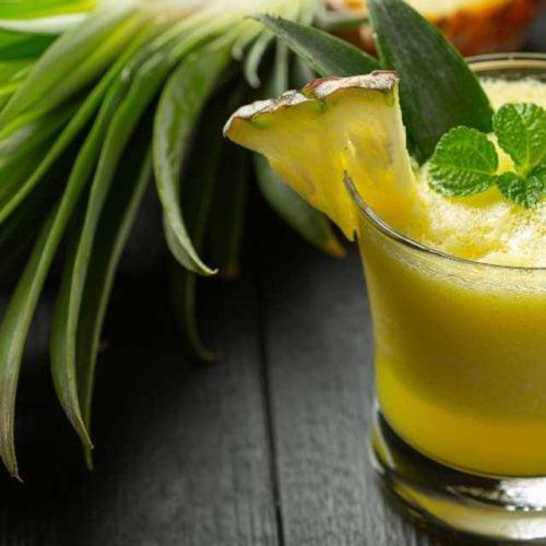 Suco de abacaxi com água de coco
