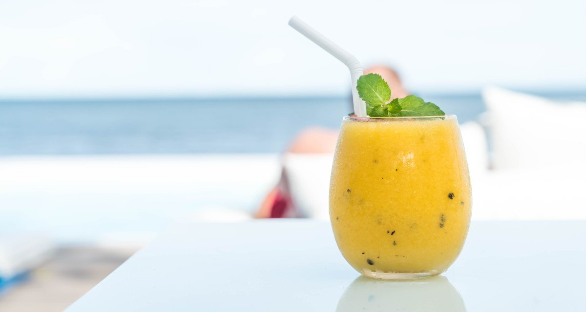 Suco de abacaxi com maracujá