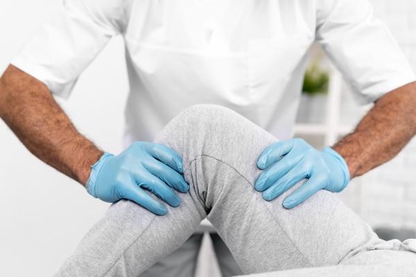tratando a dor no joelho