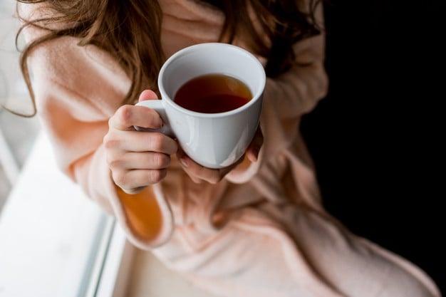 Mulher e chá