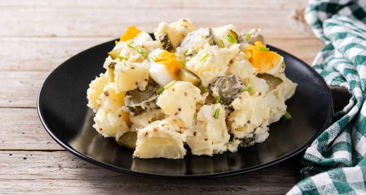 Salada de batata com ovo