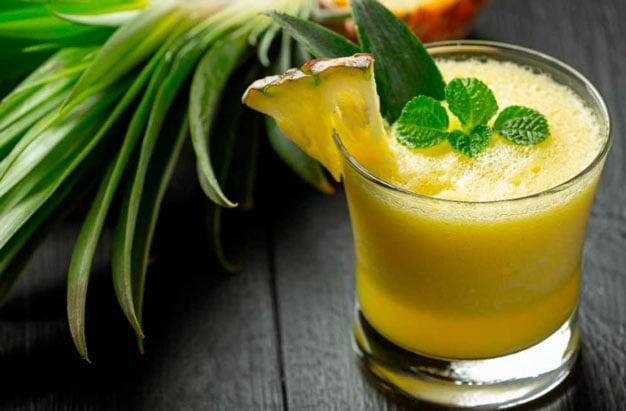 Suco abacaxi com agua de coco
