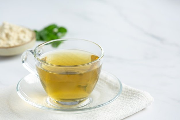 Xícara de chá na mesa