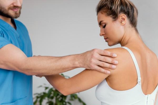 como tratar dor no ombro