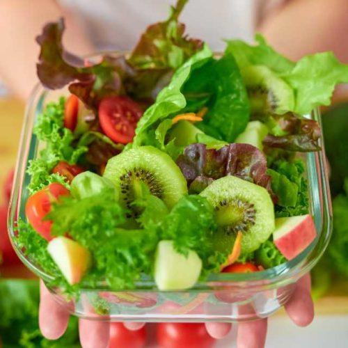 Salada de alface com frutas
