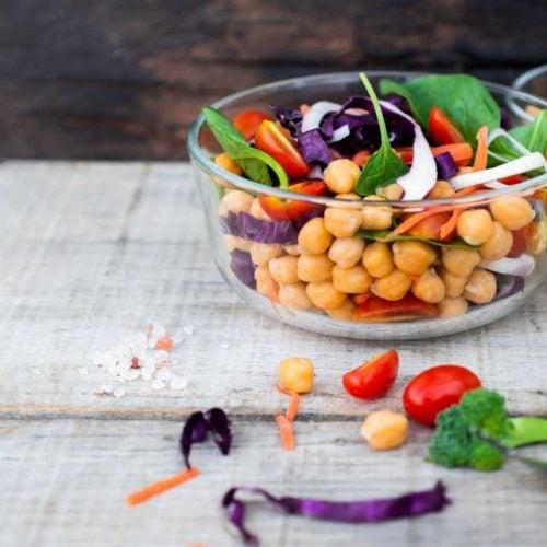 Grão-de-bico com legumes