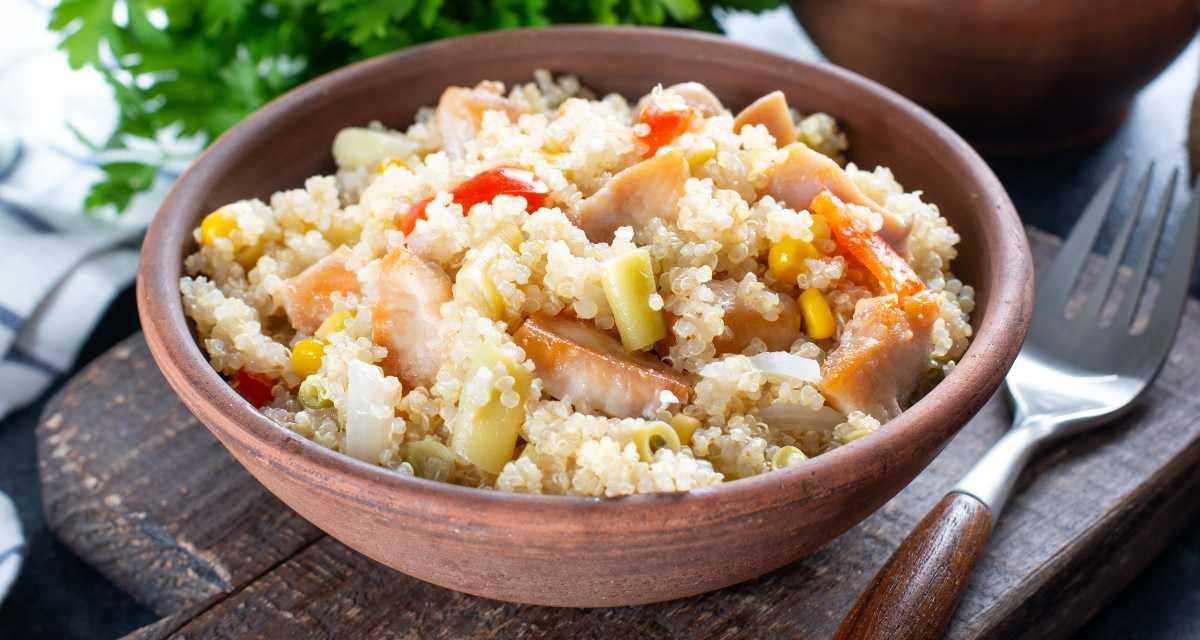 Salada de quinoa com frango