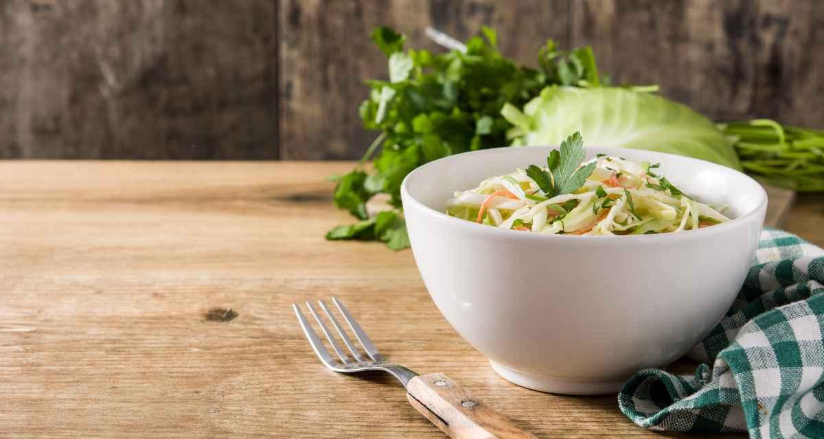 Salada de repolho com manga