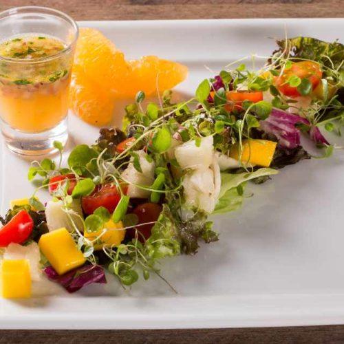 Salada de verduras com fruta