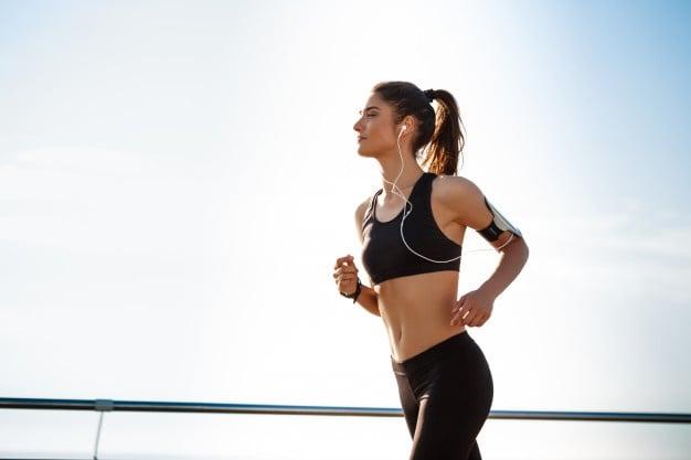 mulher correndo corrida