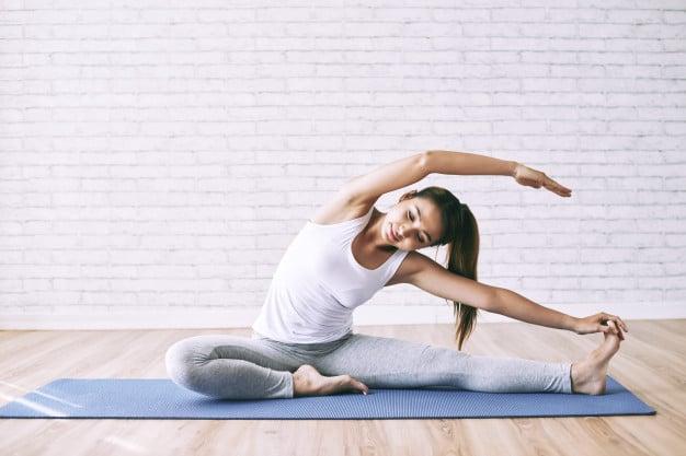 mulher flexivel