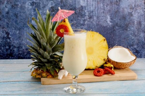 suco de abacaxi e água de coco