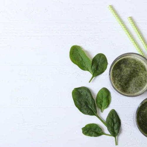 Suco detox com espinafre