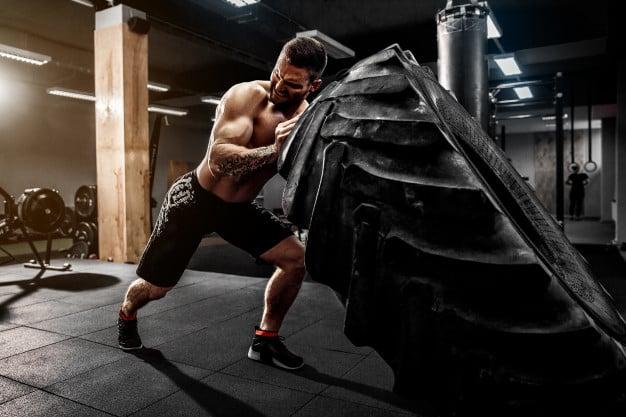 intensidade máxima de exercício levantando pneu