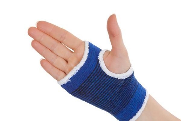 bandagem na mão